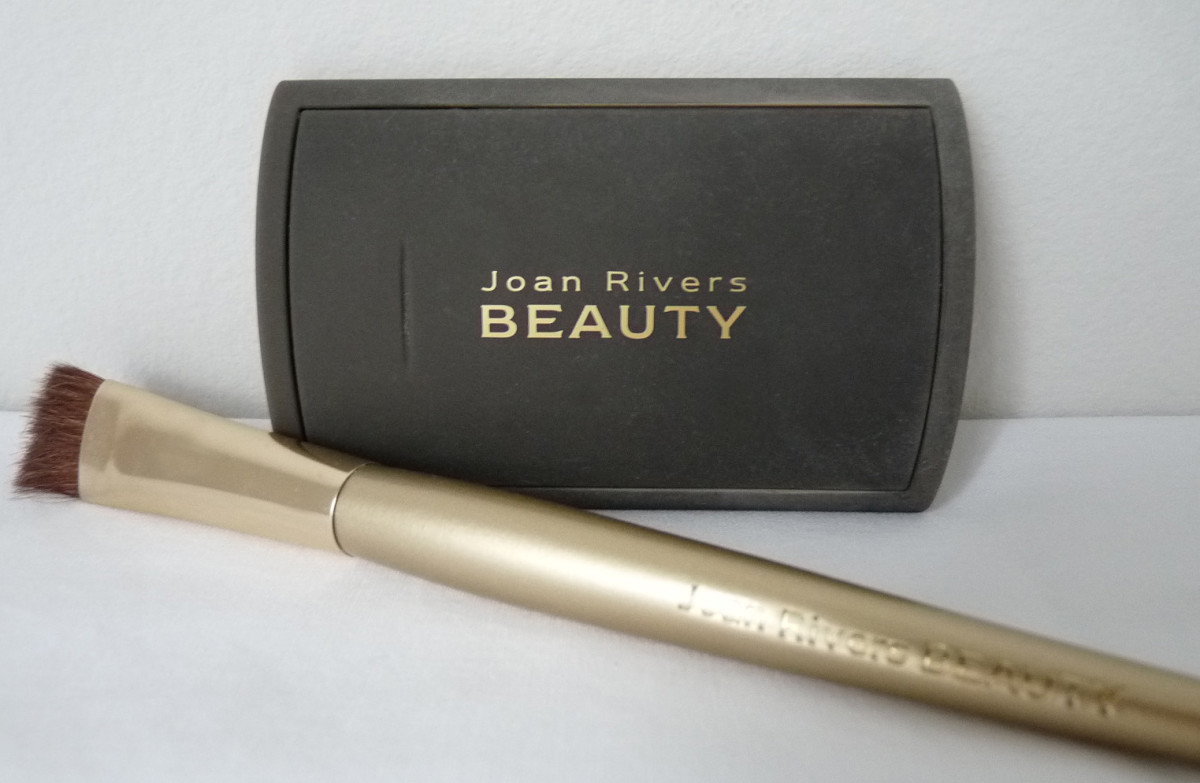 Joan Rivers Great Hair Day Fill-In Powder case and brush.
