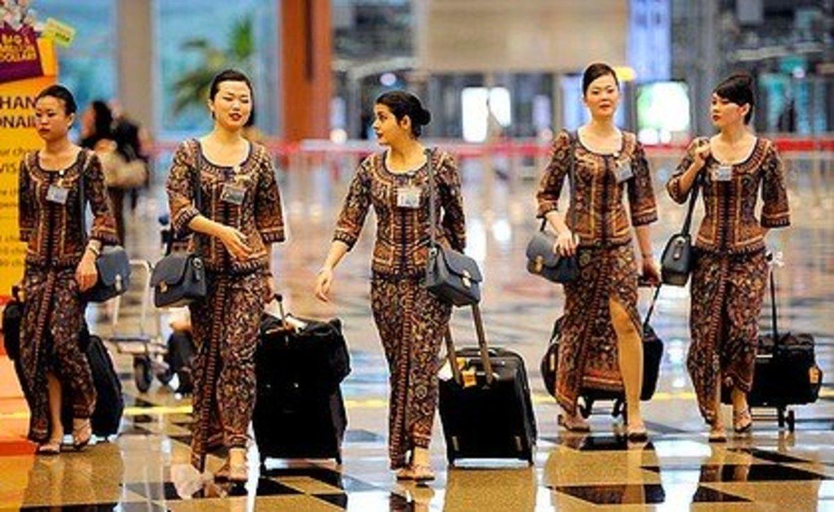 Singapore Airline Flight Attendants in their figure hugging Sarong Kebaya