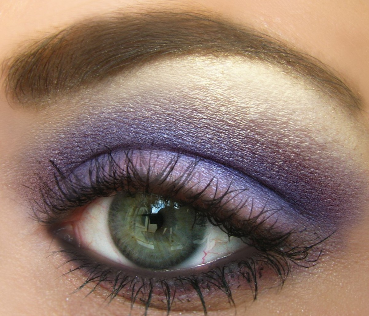 The Best Makeup For Sensitive Eyes