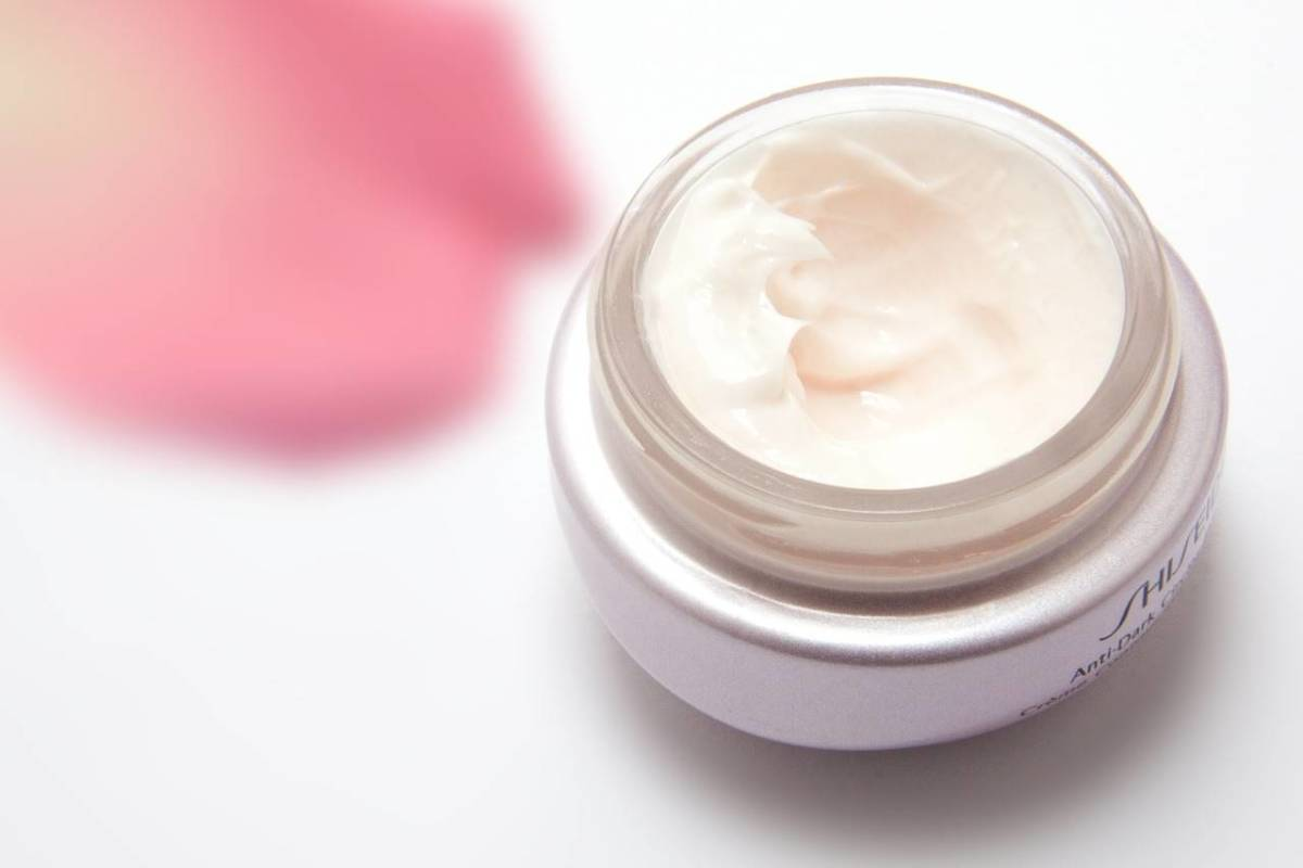 Moisturizer makes lines and wrinkles appear less prominent.