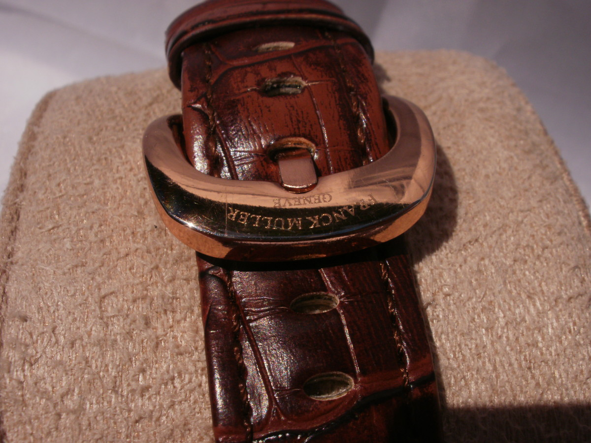 Note the faded,unnatural tone to the leather.  The buckle is impressive but engraved with bogus branding information.