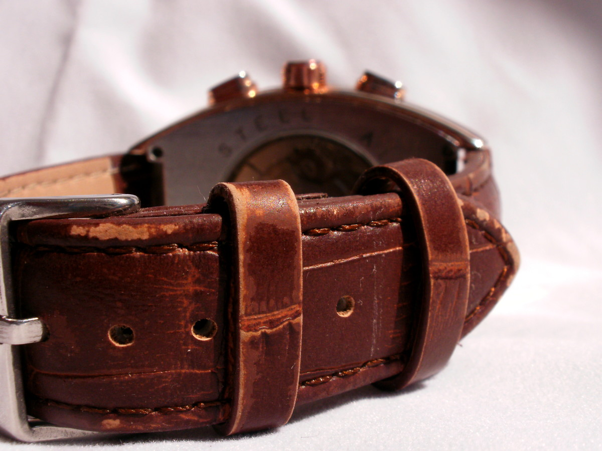 Three weeks of normal wear and tear has taken its toll on the brown colored surface of the watchstrap