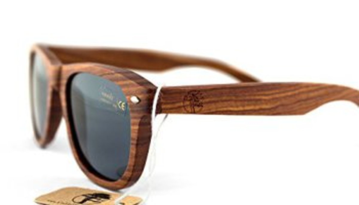 c7c67971be2 Number 4  Viable Harvest Wayfarer Design Polarized Sunglasses. Features   Genuine wood frame ...