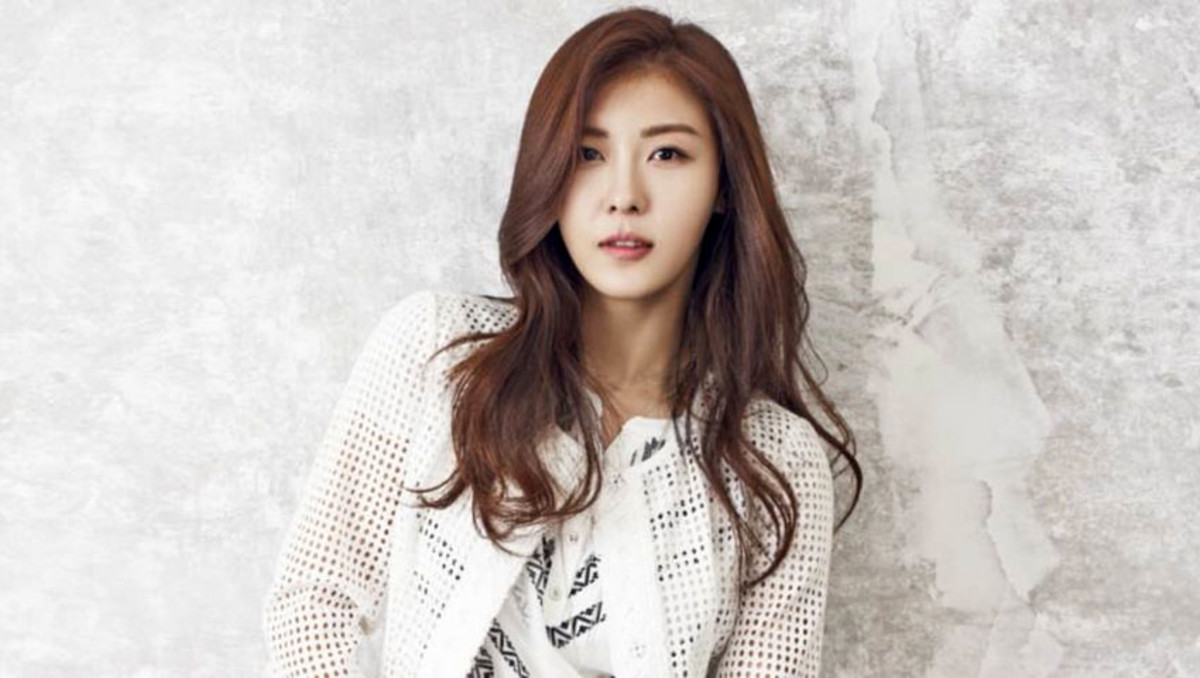 Ha Ji Won, age 39