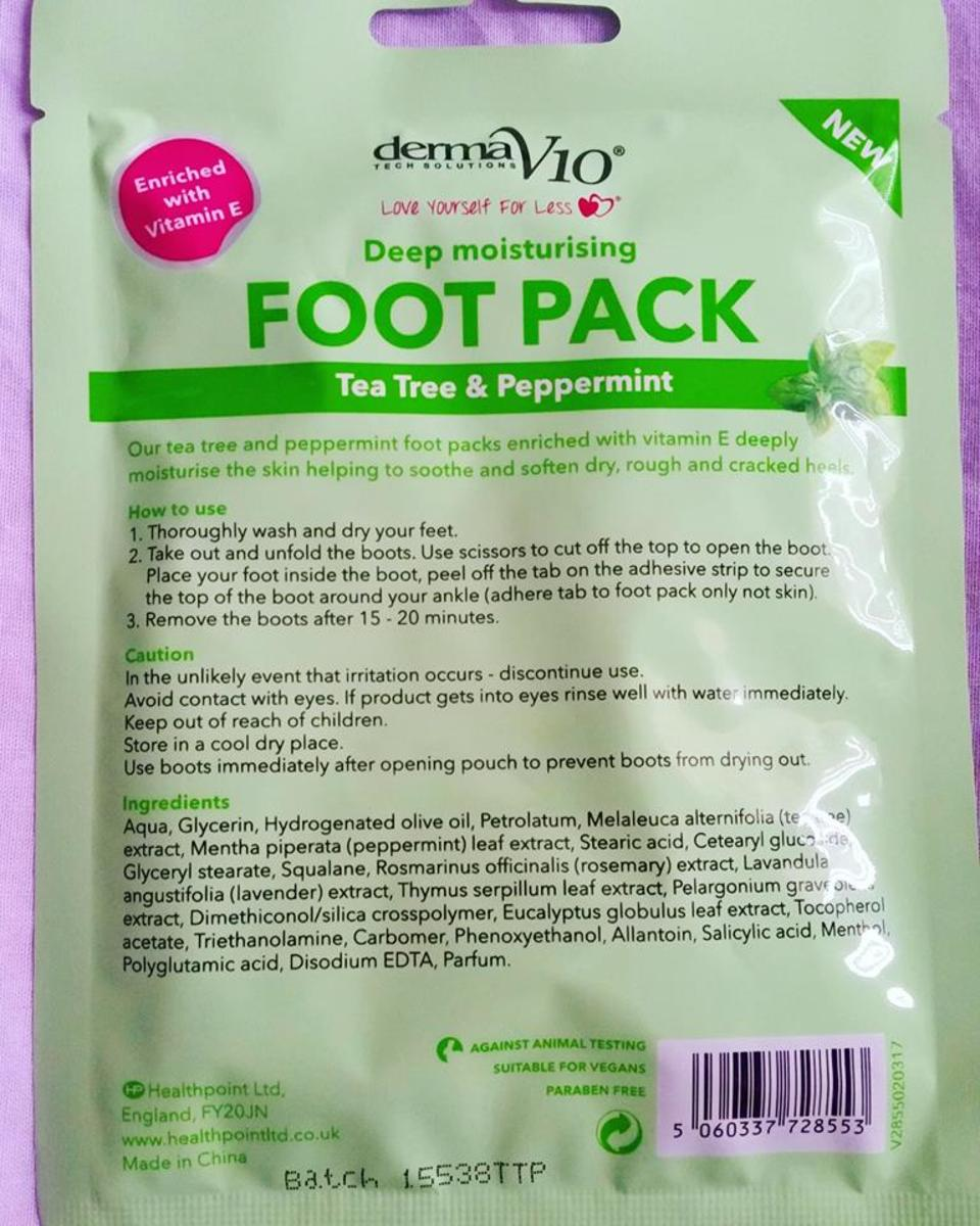 The instructions on the reverse of the Derma V10 Tea Tree and Peppermint Deep Moisturising Foot Pack.