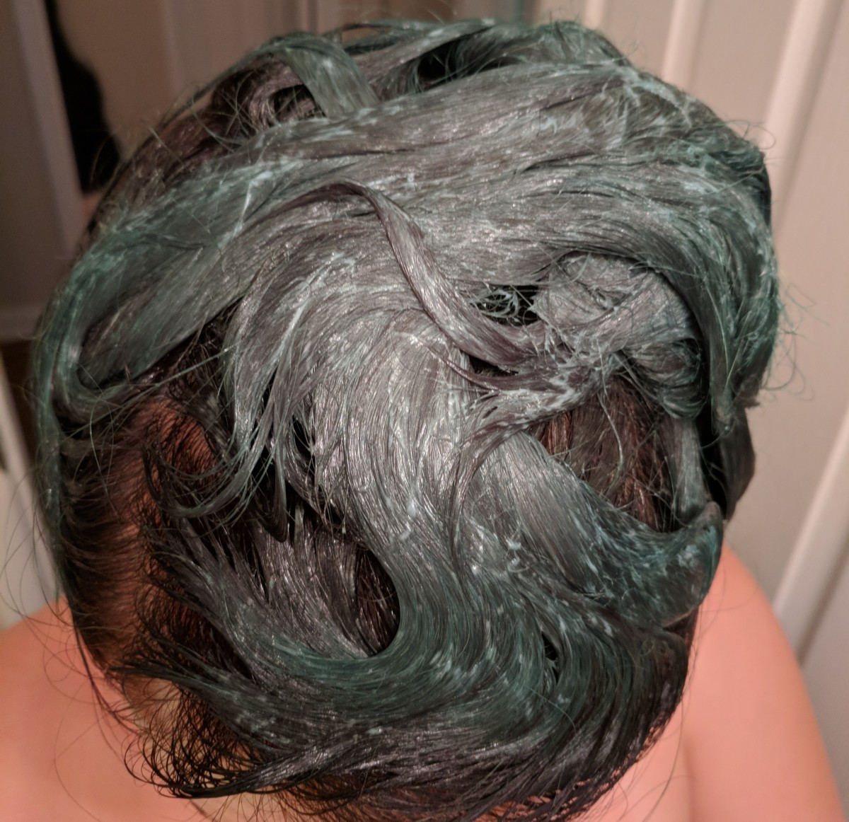 how-to-dye-your-hair-green-with-a-dark-brown-shadow-root