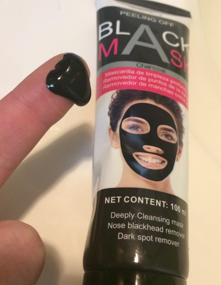 skincare-reviews-scuddles-black-mask-blackhead-remover-purifying-black-peel-off-mask