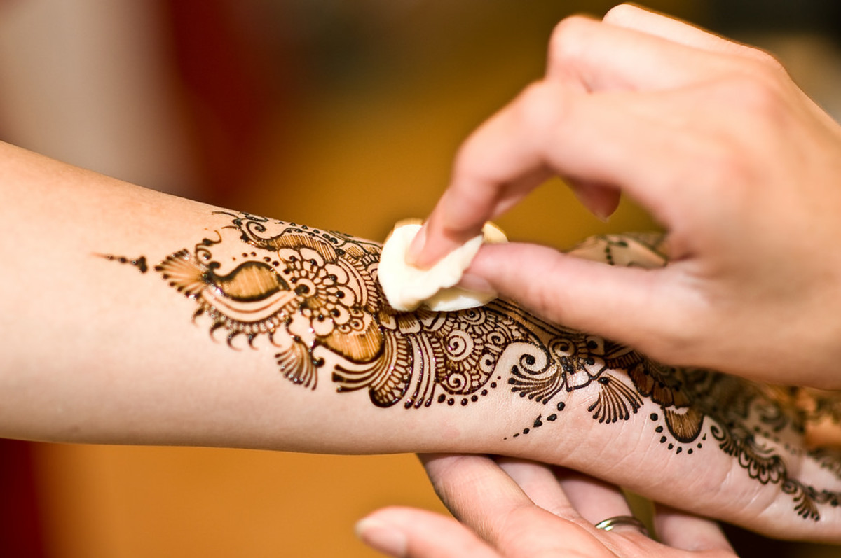 Apply lemon juice, olive oil, or sugar water to intensify the henna stain.