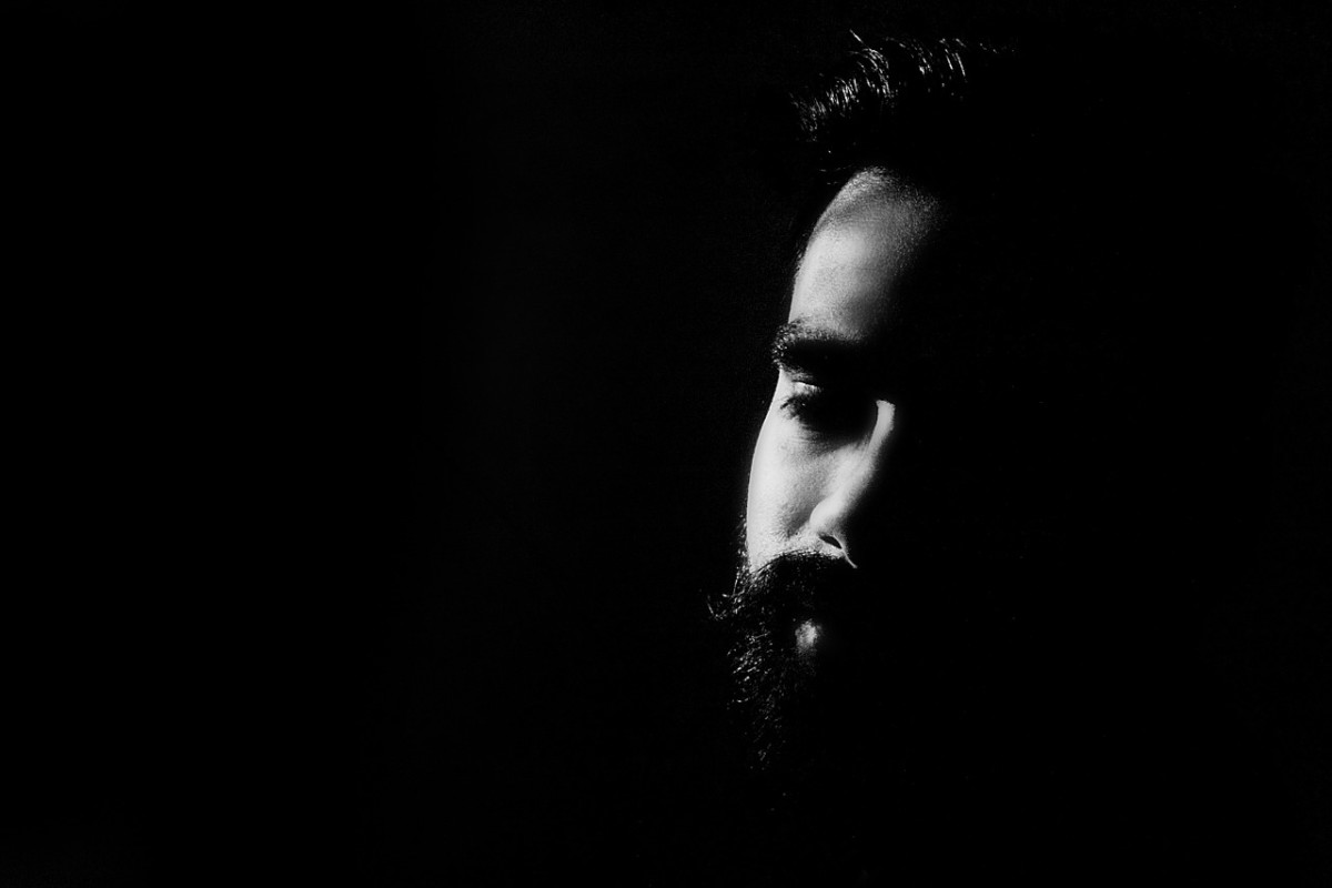Keeping your shirt or top dark will help make your beard look fuller and darker as well.