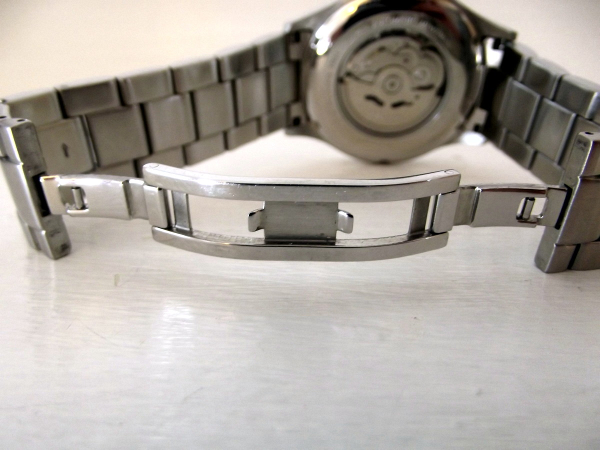 J. Brackett Navigli Automatic strap buckle open