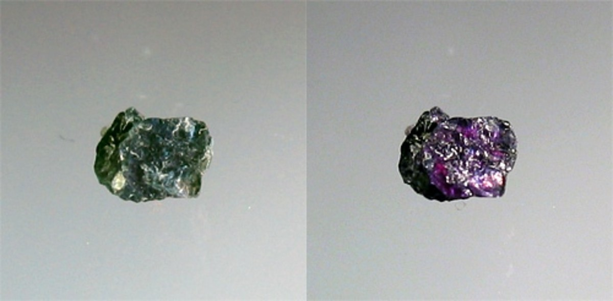 Raw Alexandrite  in daylight and fluorescent light.