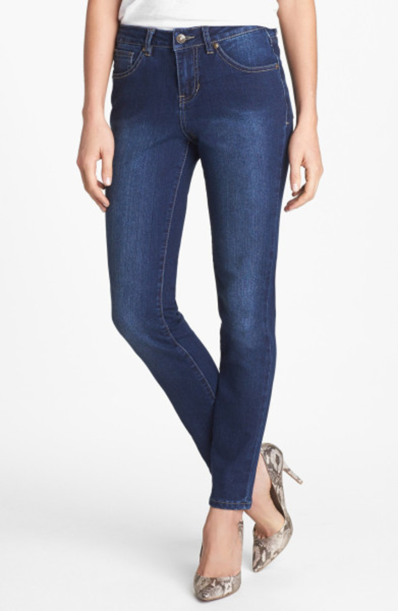 Most women can look great in a well-fitting pair of skinny jeans.
