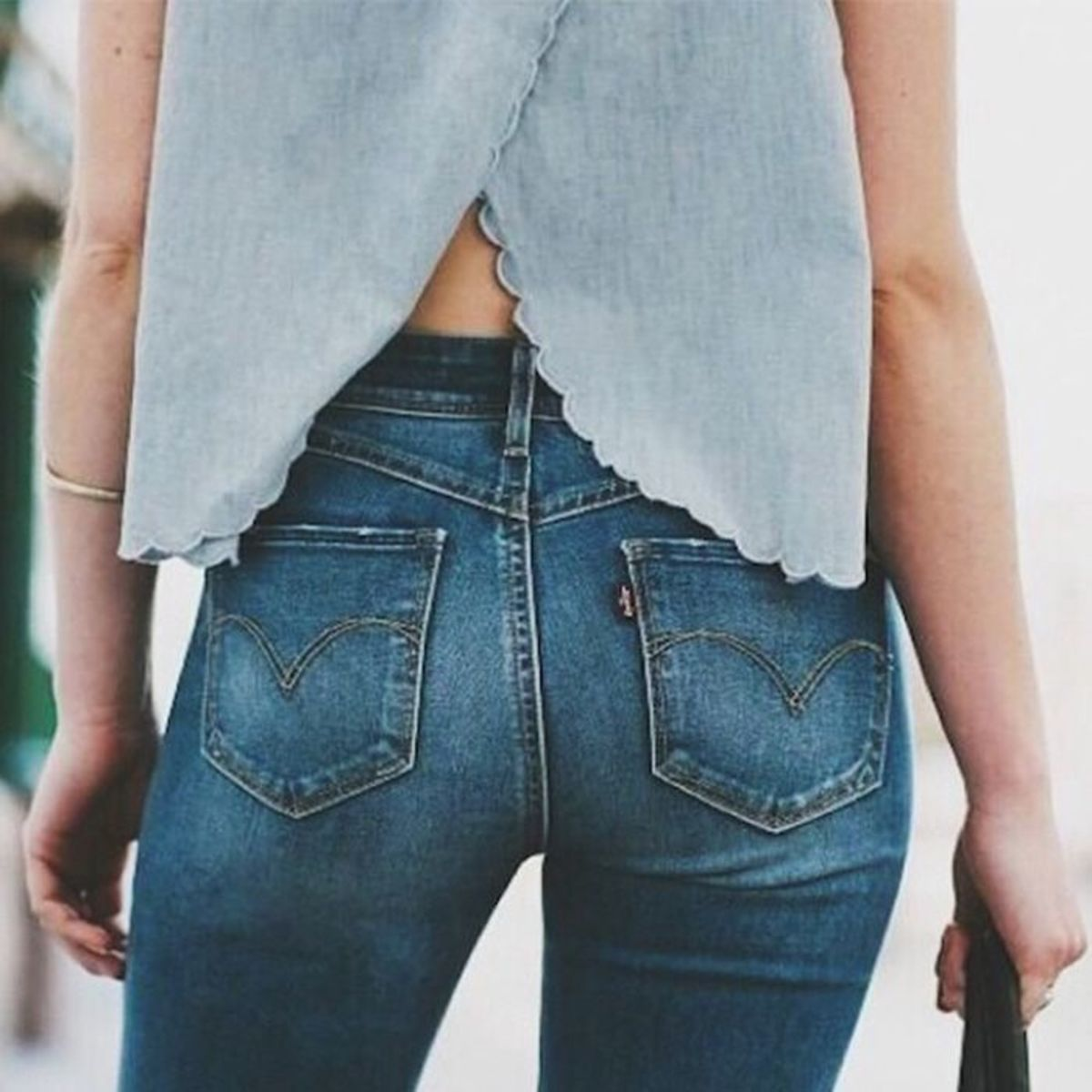 This is a good example of a flattering pocket.