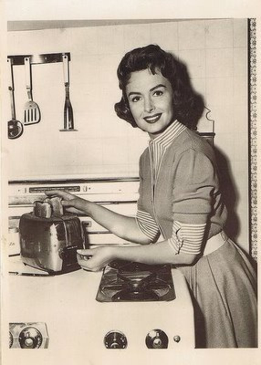 Donna Reed epitomized '50s housewife chic.