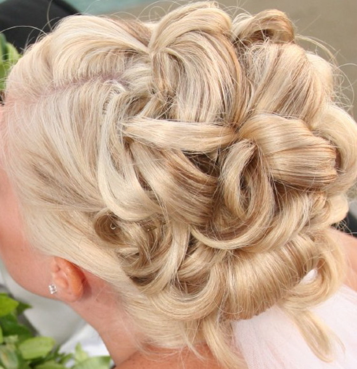 bridesmaid hairstyles half up half down updo and all down