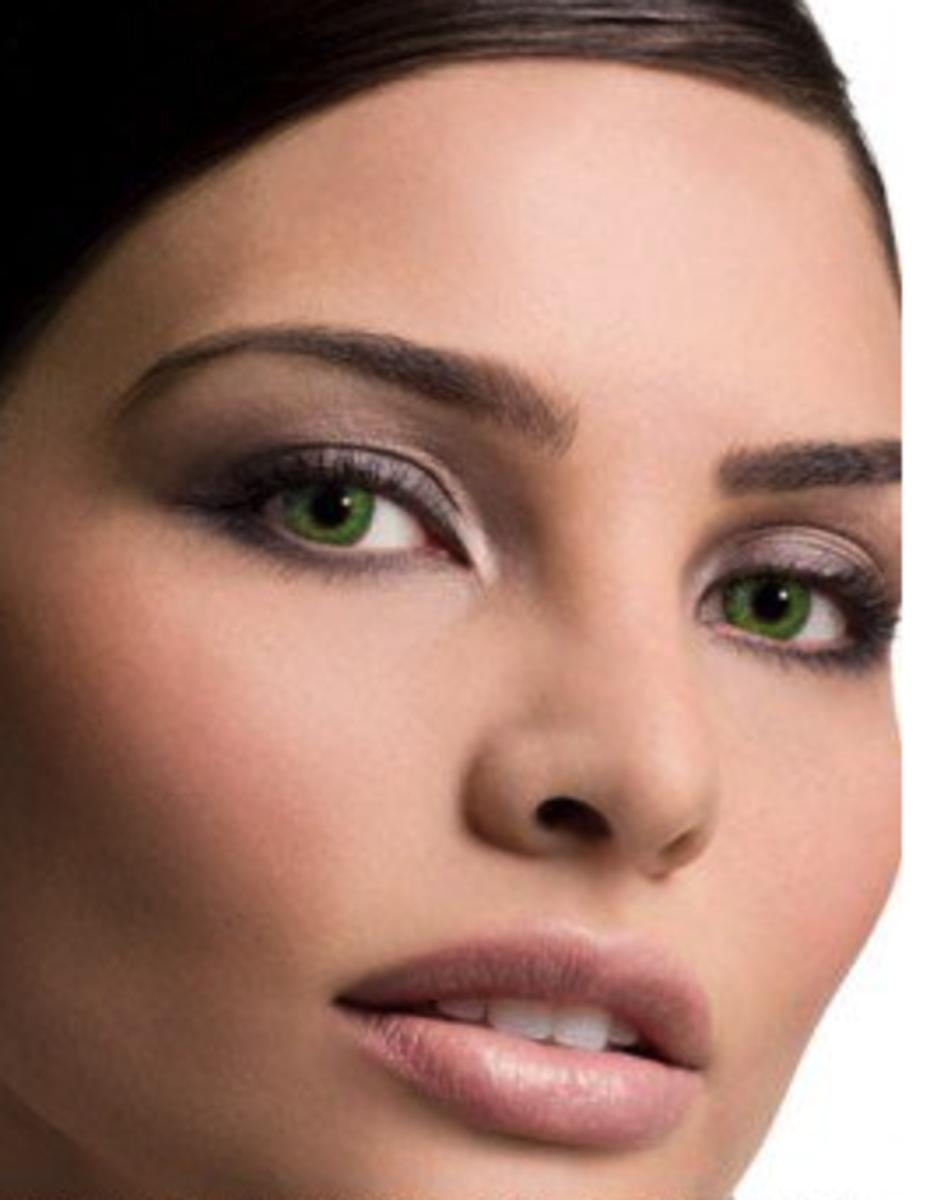 A model wearing FreshLook gemstone green contact lenses.