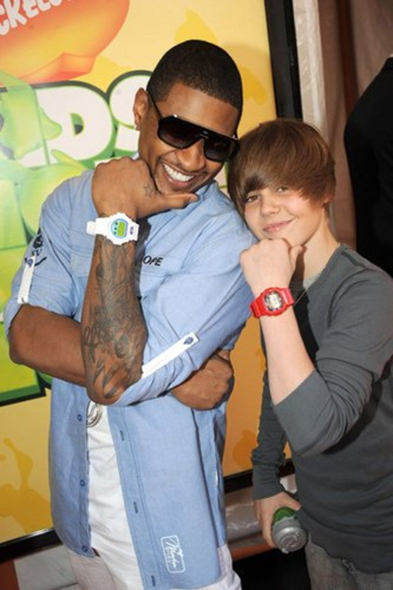 Usher and Justin Bieber pose with their G-Shocks.