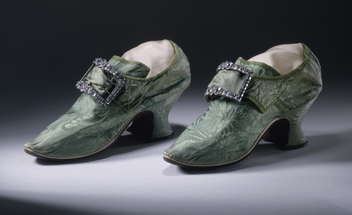 Silk Damask High Heels With Buckles - 1740