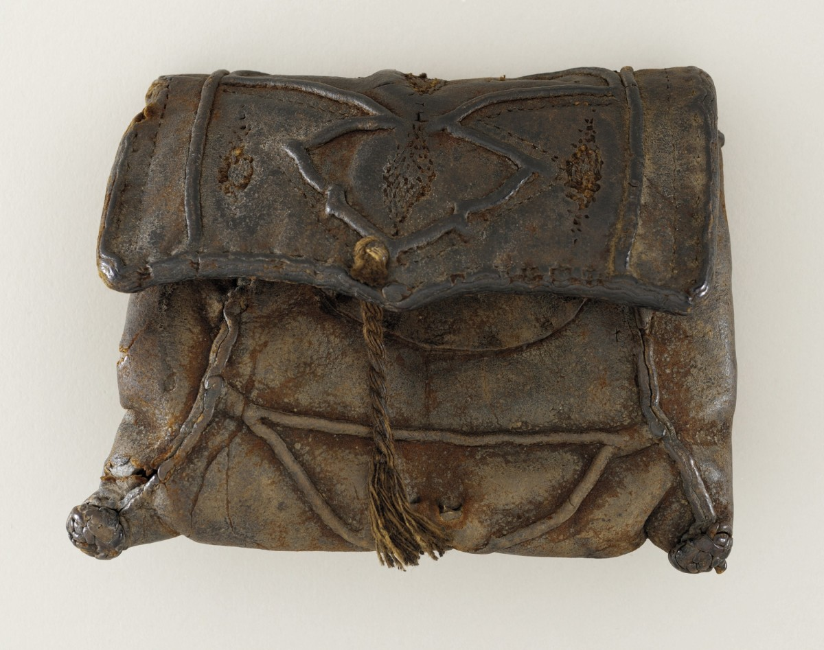 Man's purse 14th century