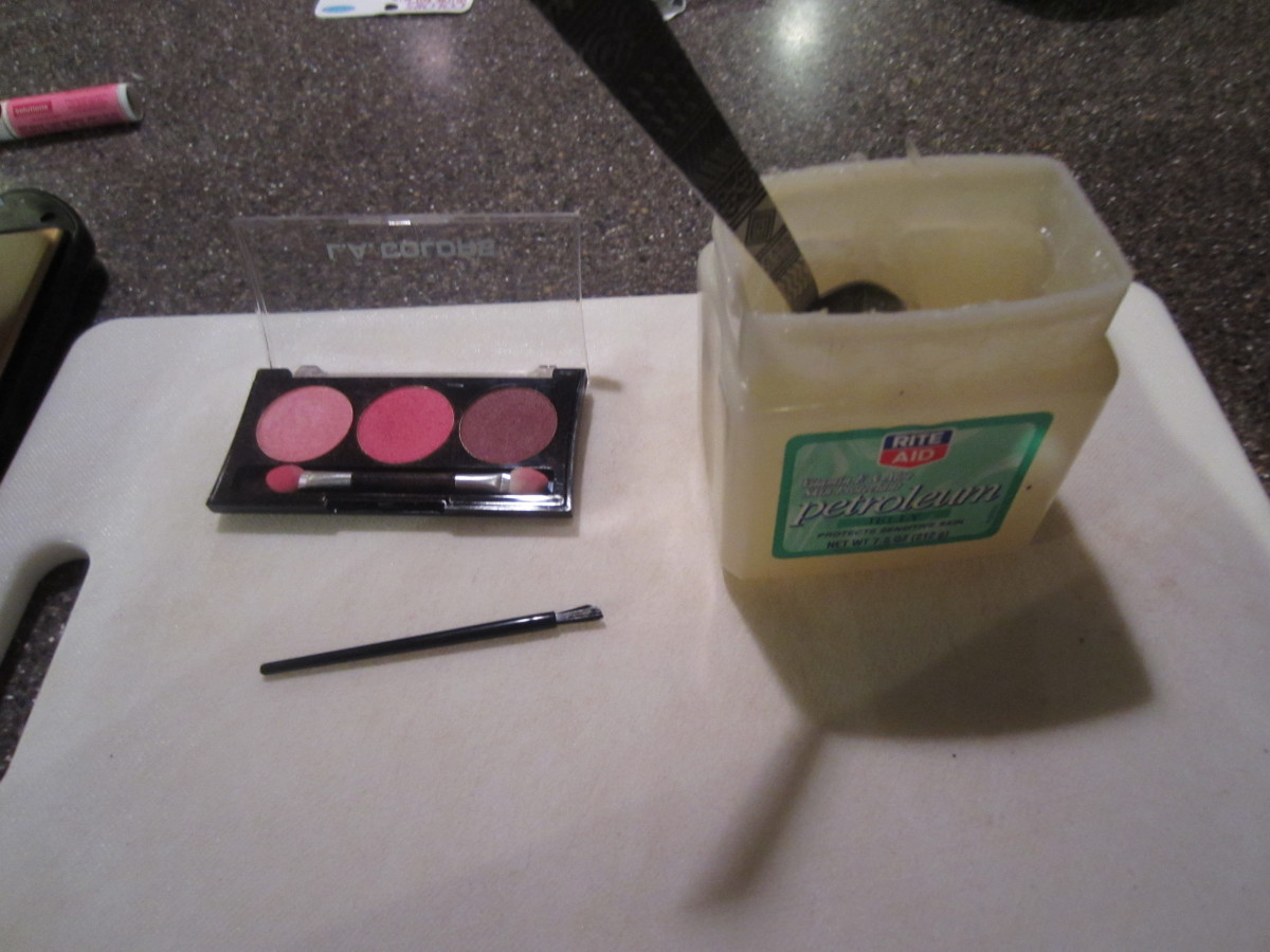 Homemade lip gloss can be as easy as TWO ingredients!