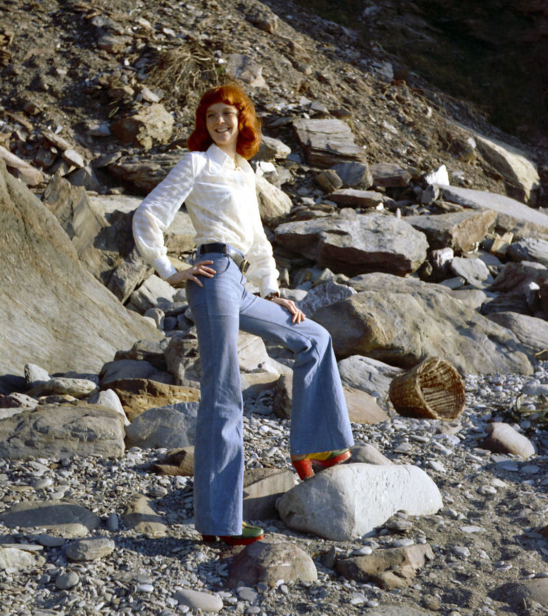 Jeans were popularized and evolved into sailor-style bell-bottoms.