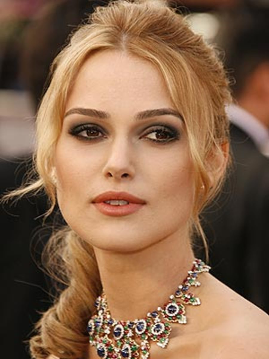 Kiera Knightly with blonde hair, fair skin, and brown eyes.