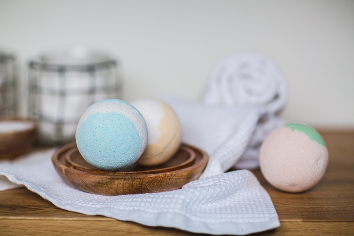 These basic fizzy bath balls make the perfect gift.