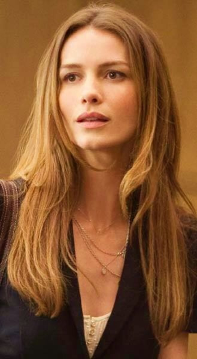 A touch of sand and a touch of gold for Saffron Burrows.