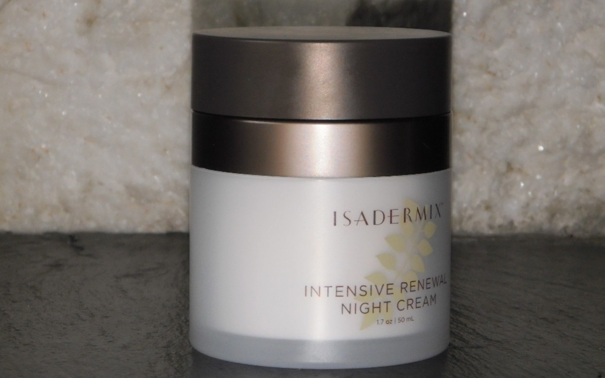 Isadermix Intensive Renewal Night Cream leaves my skin smooth and glowing in the morning.