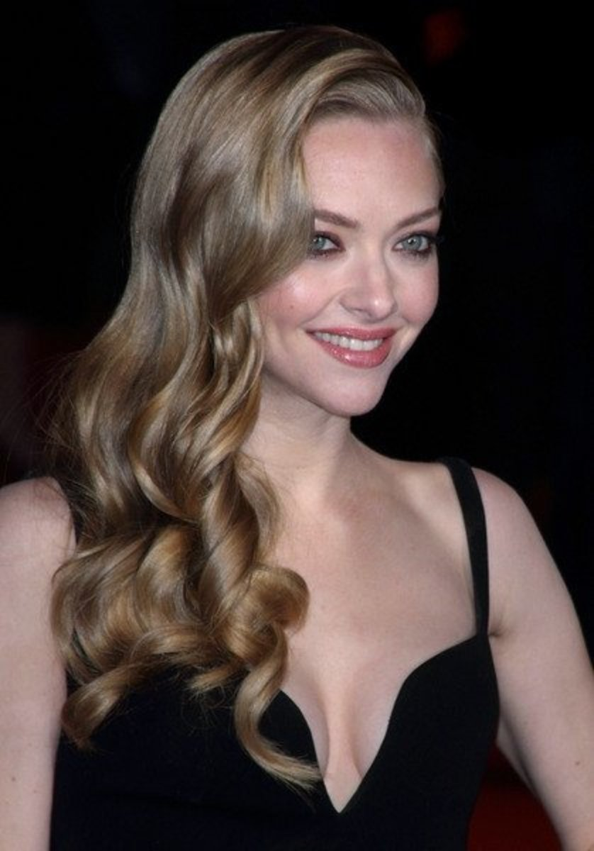 Amanda Seyfried with wheat blond hair.