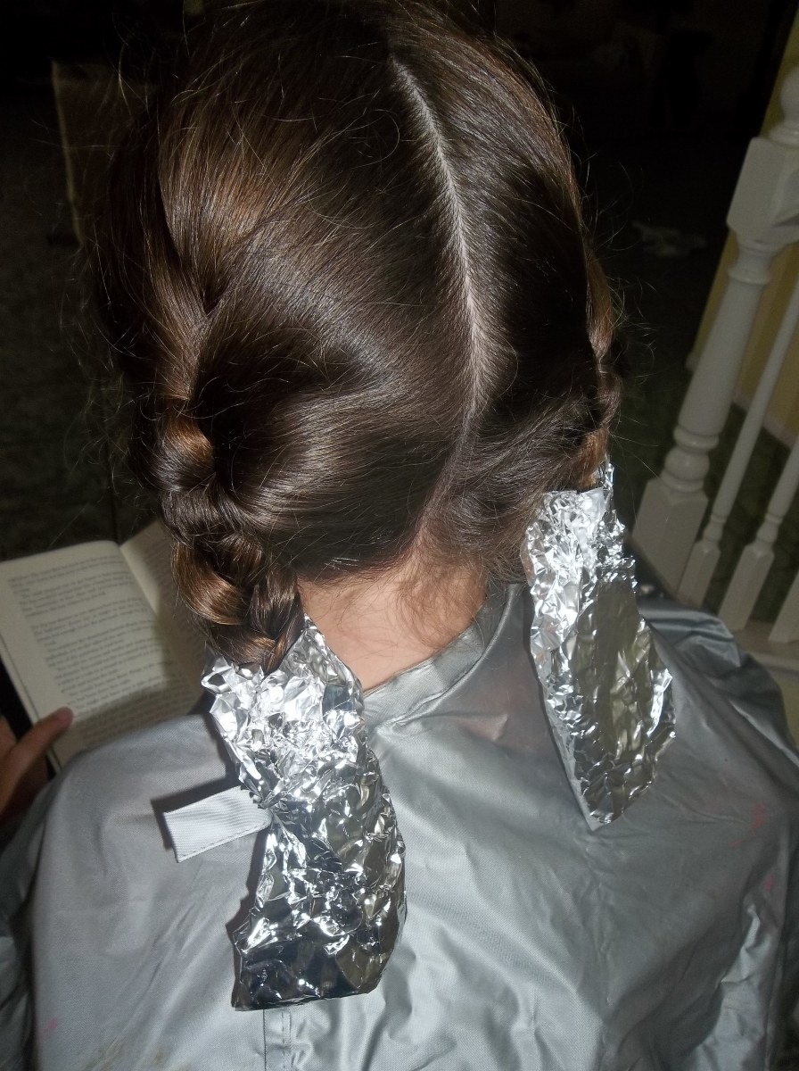 Wrapping the colored hair in packets keeps the job nice and clean!
