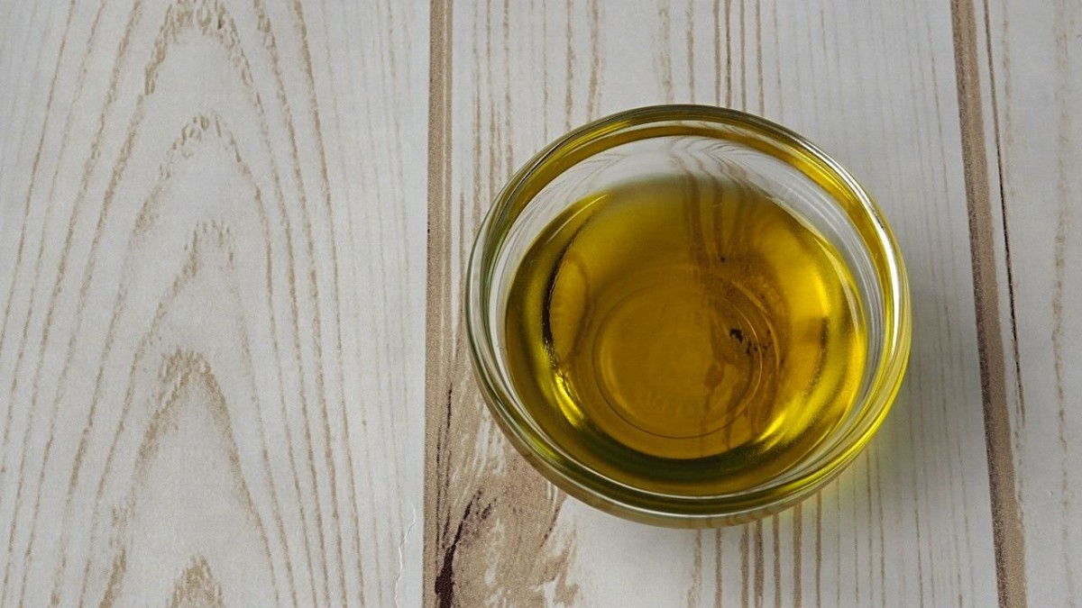 Mustard seed oil is a great natural darkener for all hair colors.