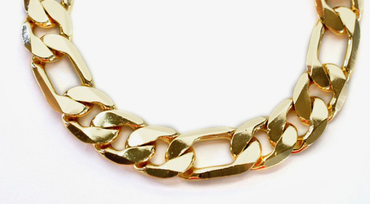The chunky Cuban chain has is extremely popular among men.
