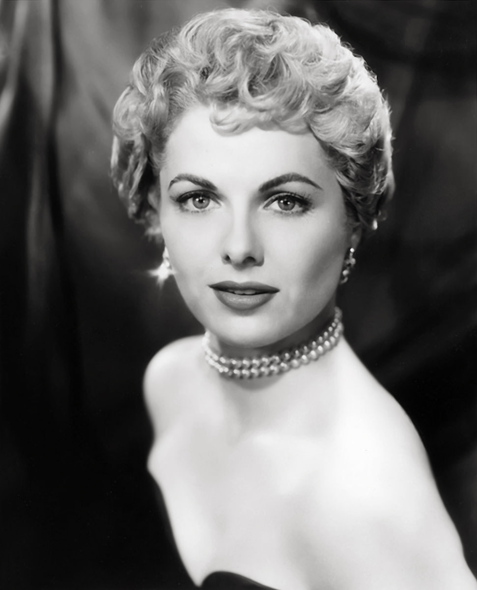 Short hair was often worn curled.
