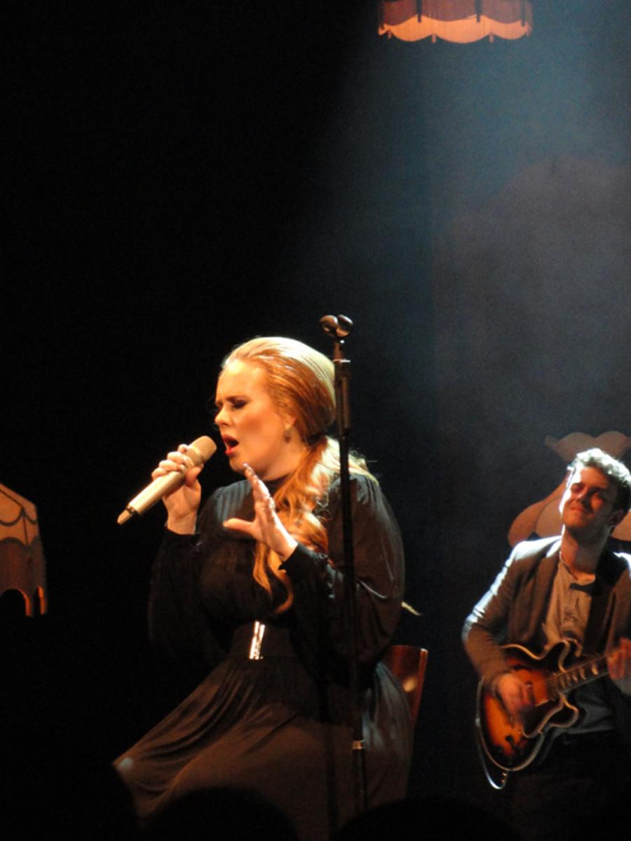 Adele, a plus-size woman, wears flattering dresses.