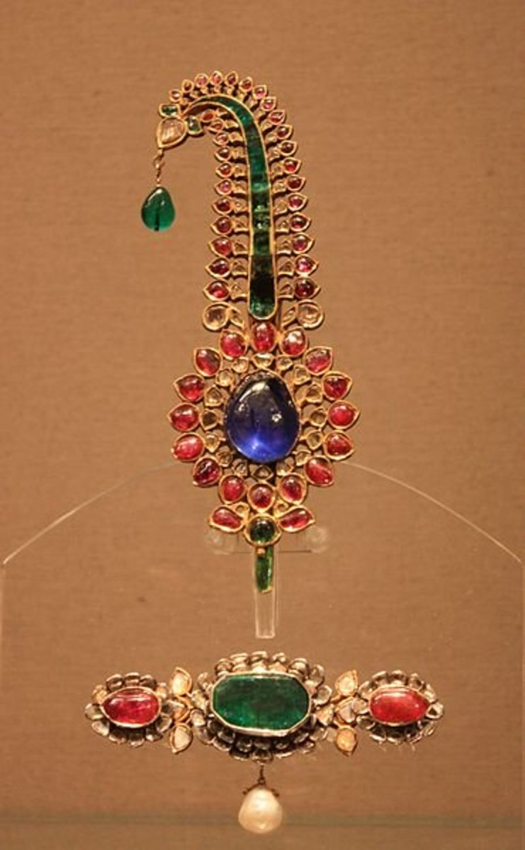 Mughal turban ornament made of gold and precious gemstones