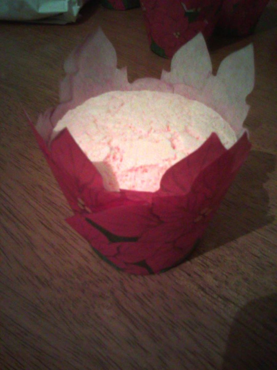 This is a Christmas mint cupcake bath bomb that I made using the recipe below.