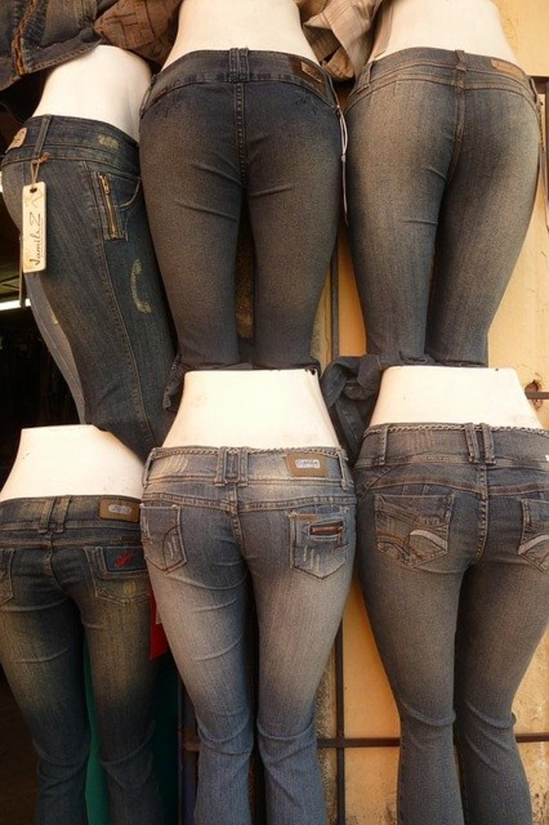 Embellished pockets create rounder buttocks! Notice the difference between the jeans with and without back pockets.