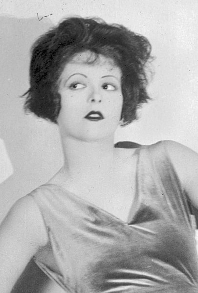 Clara Bow with a messy, wavy bob.
