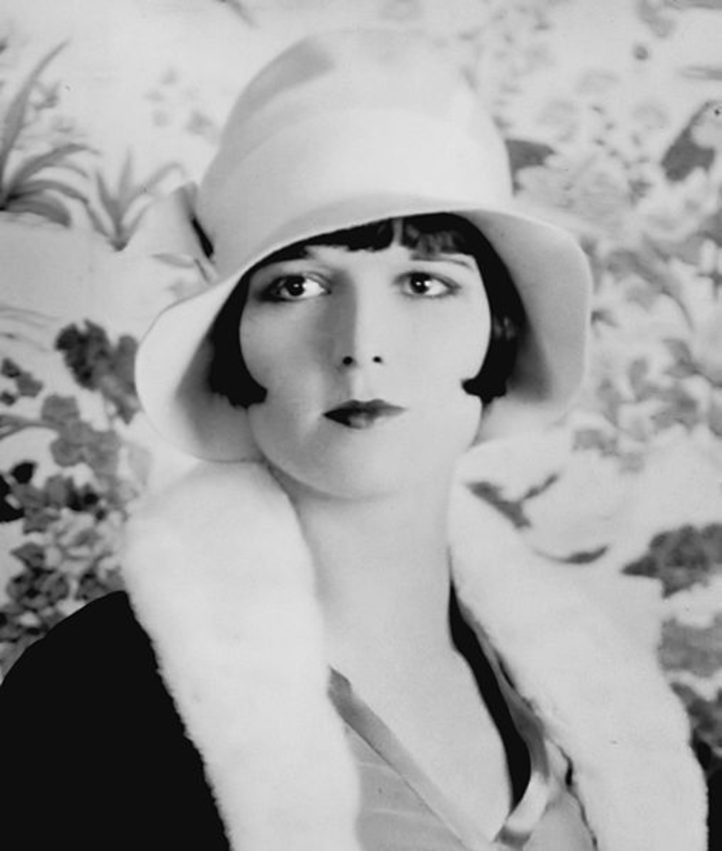 Louise Brooks in a cloche hat.