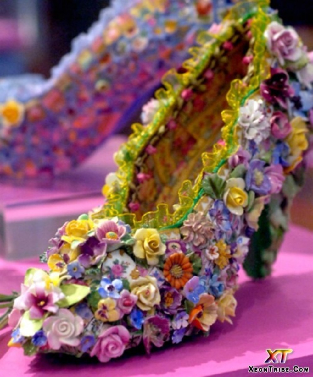 Another way to make these shoes is to drown them in glue, then roll them in your favourite collection of miniature craft leftovers for effect.