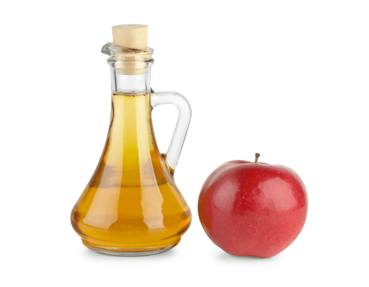 Apple cider vinegar helps to eliminate excess oil in the skin