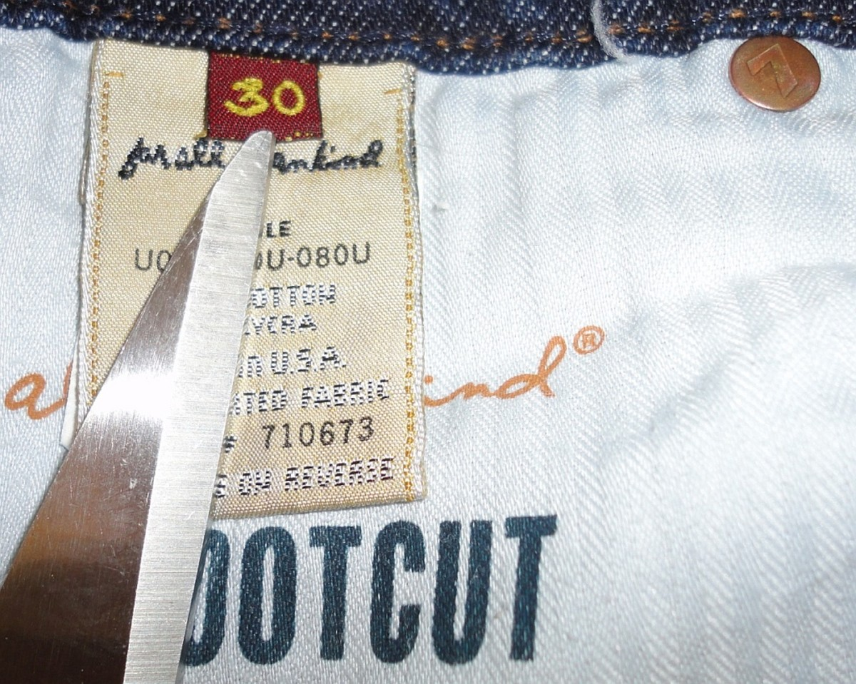 Inside tag shows clearly the screen printed style code & cut #. Also note the stamped emblem rivet