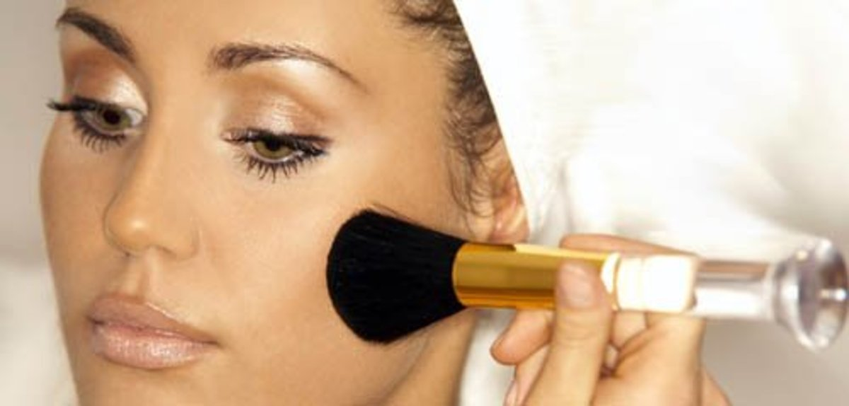 Prep face with oil-absorbent powder primer