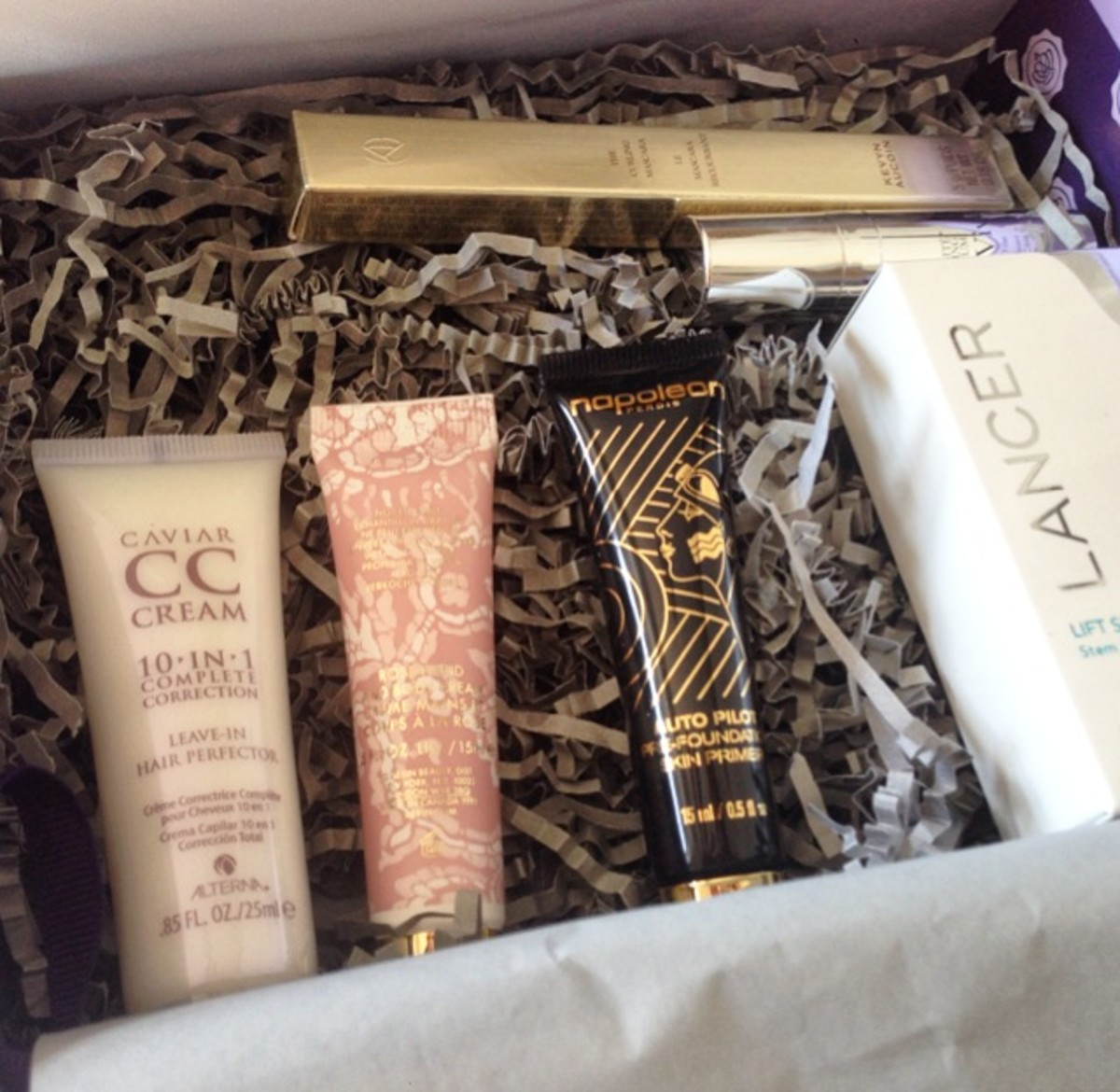 Unboxing the May Glossybox, which had a special collaboration with Bergdorf Goodman. We even got a BG gift card for $25!
