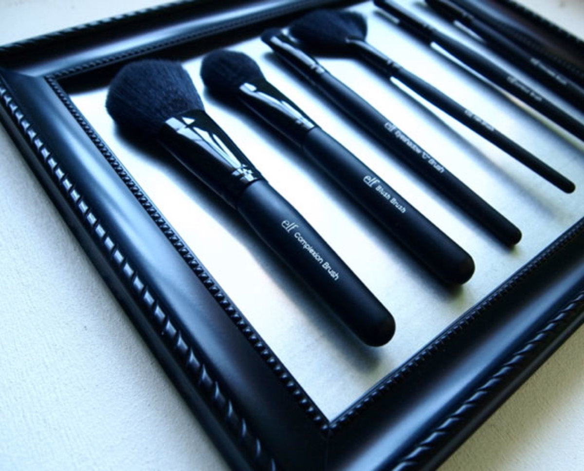 Magnetized Make Up Brushes | DIY Makeup Organization Ideas