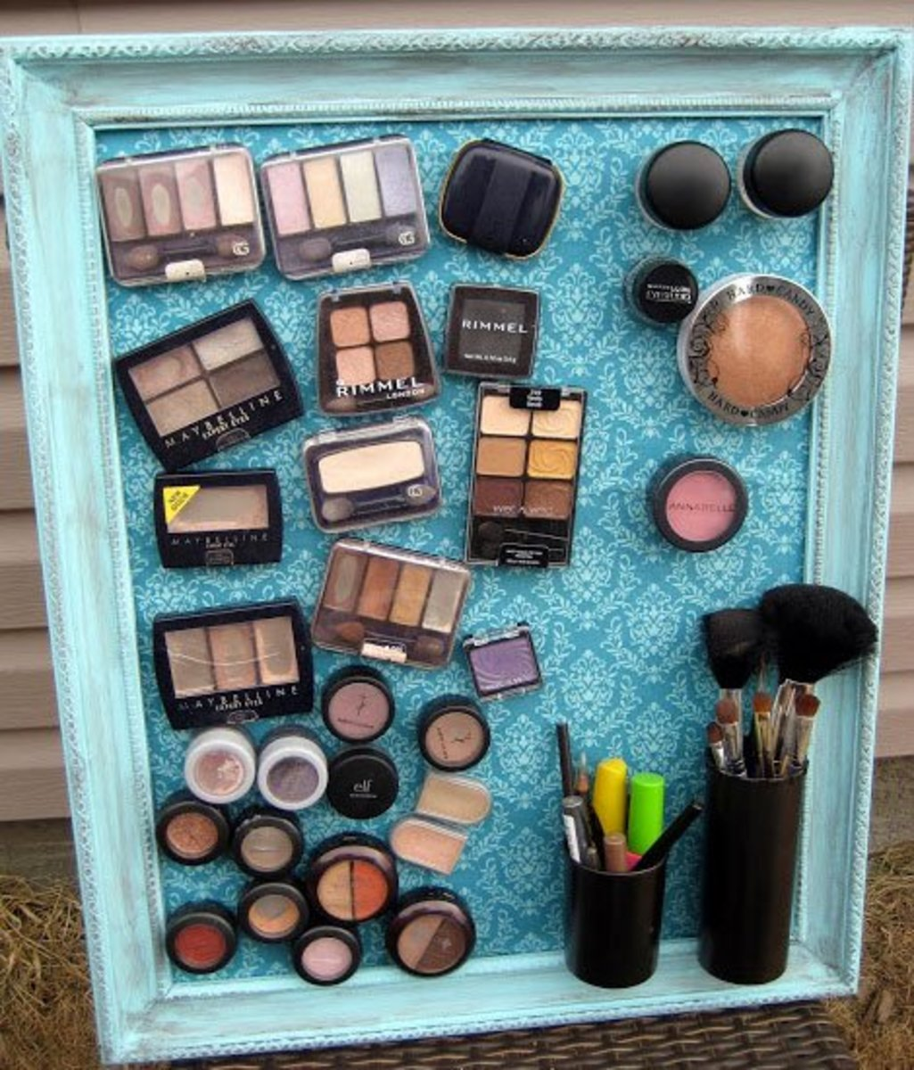 Magnet Board | DIY Makeup Organization Ideas