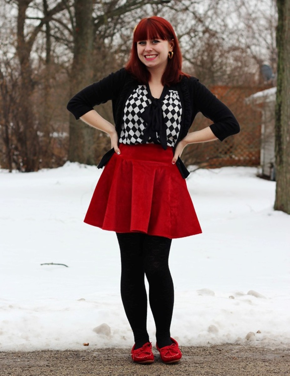 How to style a skater skirt; Matching colors among your clothing makes you look good