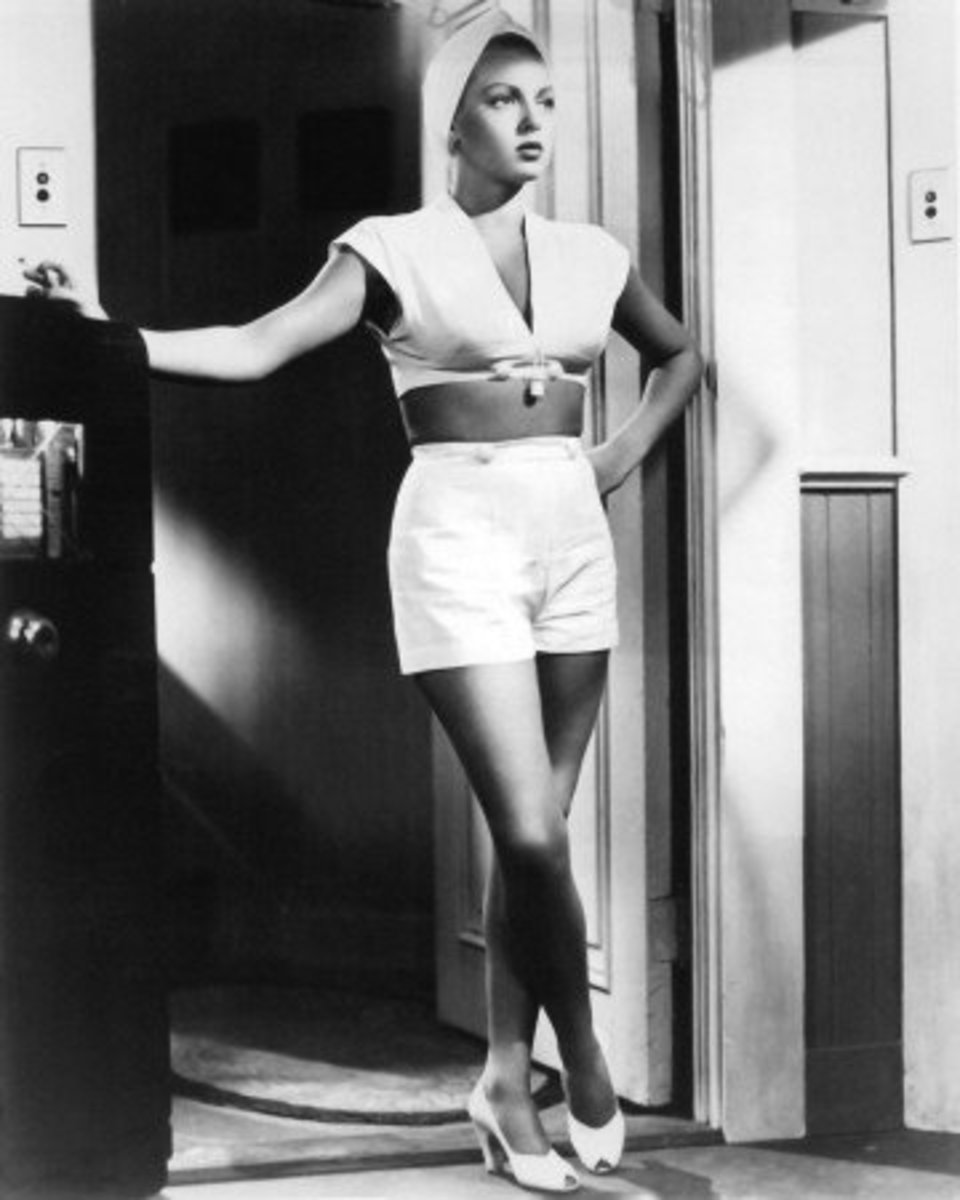 Lana Turner wears a turban in The Postman Always Rings Twice