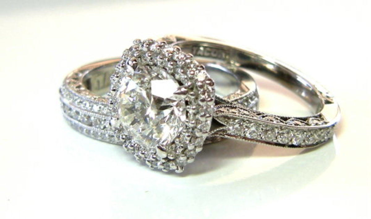 A well-made halo, albeit in 18 k white gold